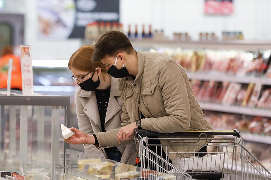 Покупательский спрос упал, но потребители стали всё чаще делать выбор в пользу более качественных продуктов. Сетям приходится подтягивать ассортимент под новые тенденции.