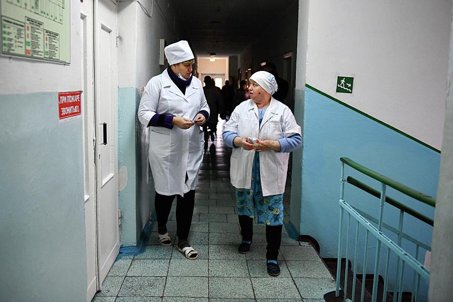 Минздрав Крыма был вынужден вывесить на официальном сайте объявление: «Срочно требуются врачи любой специальности, а также медицинские сёстры – анестезисты».