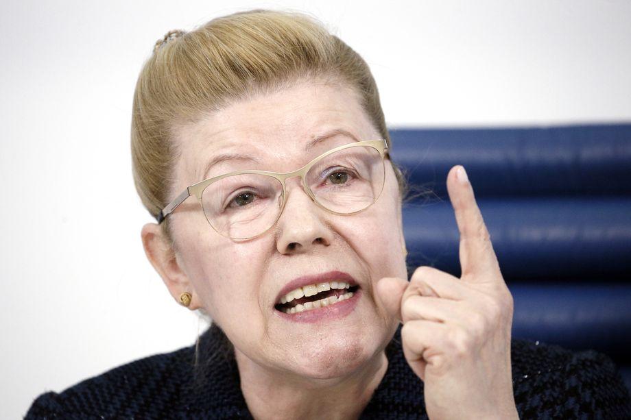Сенаторы во главе с Еленой Мизулиной предложили запретить заключение брака и усыновление детей сменившим пол людям.