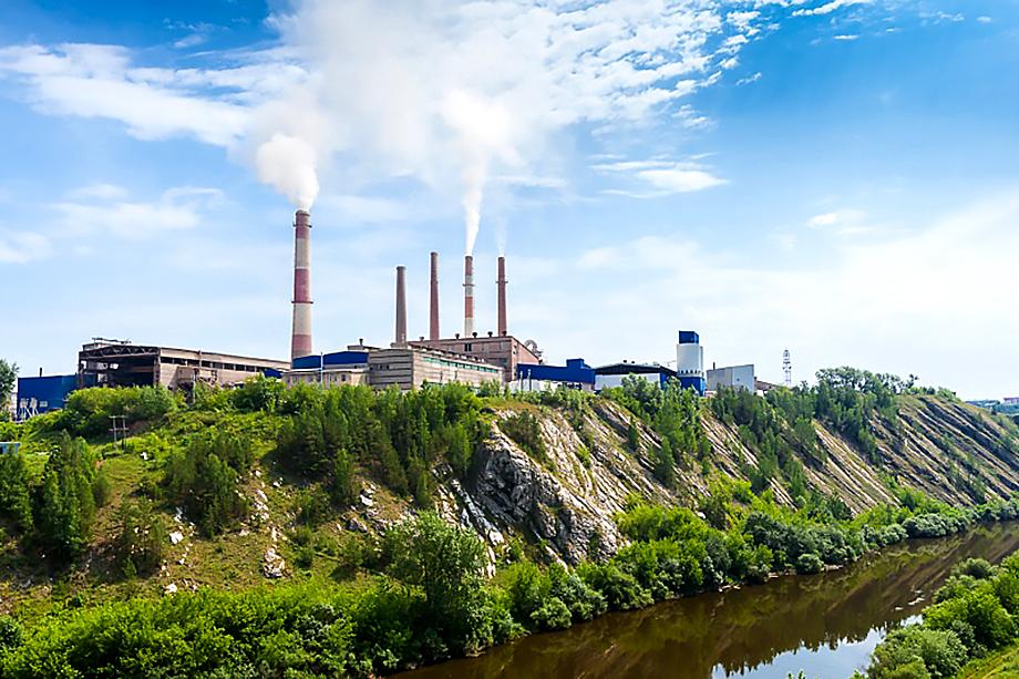 Досталось заодно и Староцементному заводу, который, по версии пикетчиков, входит в ГК «ФОРЭС», являясь её сырьевым центром в Сухом Логе.