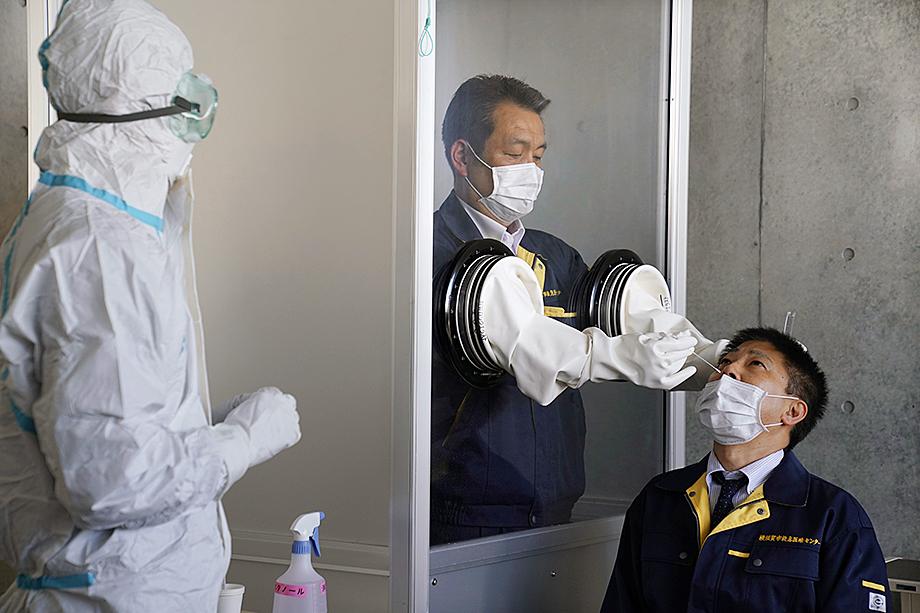 В Японии используют те же методы лечения и выявления заболевших, что и в других странах.