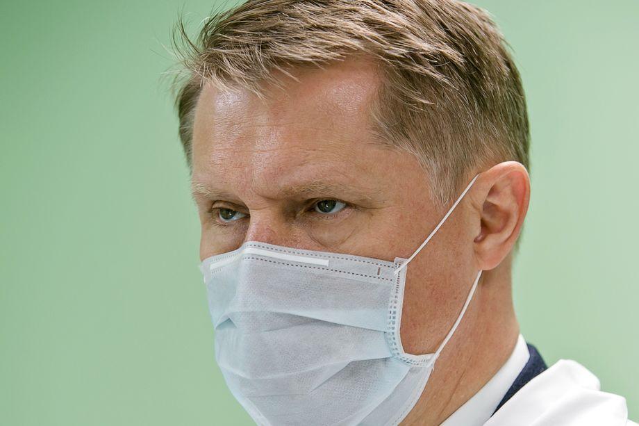 Министр здравоохранения России Михаил Мурашко будет работать удалённо.