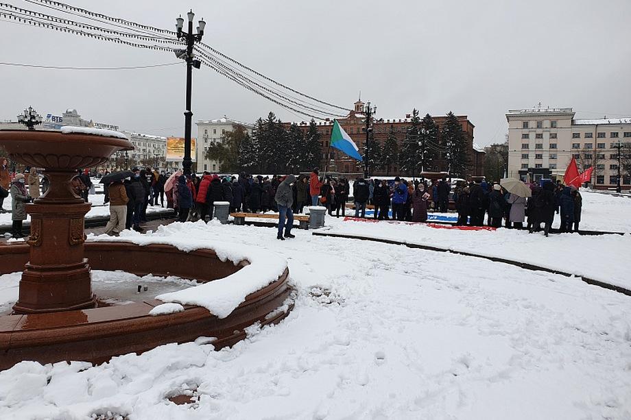 Митингующие требуют проведения открытого суда над бывшим губернатором Хабаровского края Сергеем Фургалом.