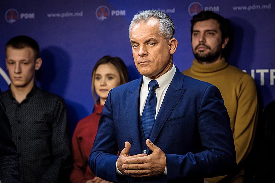 Конституционный суд Молдовы обвинили в связях с олигархом Владимиром Плахотнюком, который считался теневой главой республики.