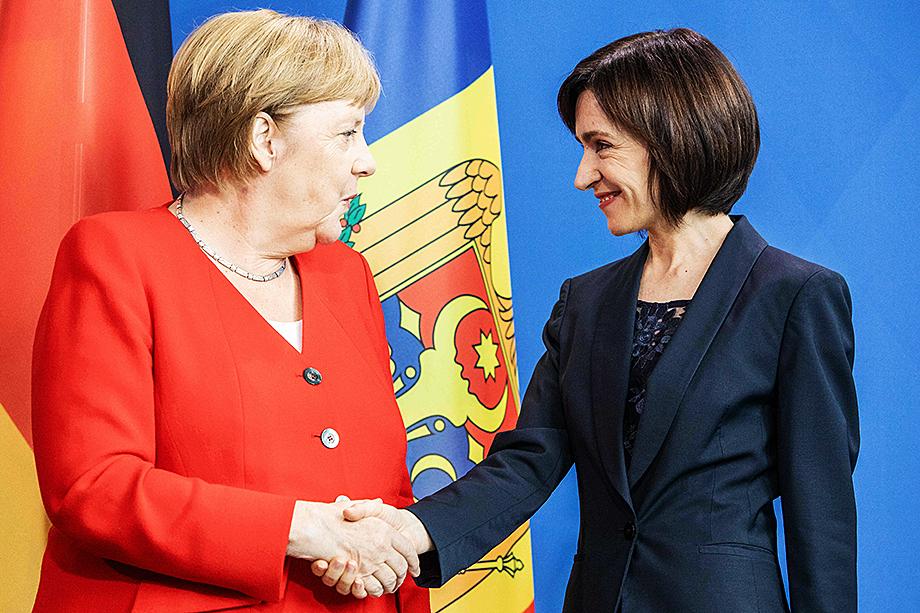 О поддержке Санду заявили лидеры нескольких политических организаций Польши и Германии.