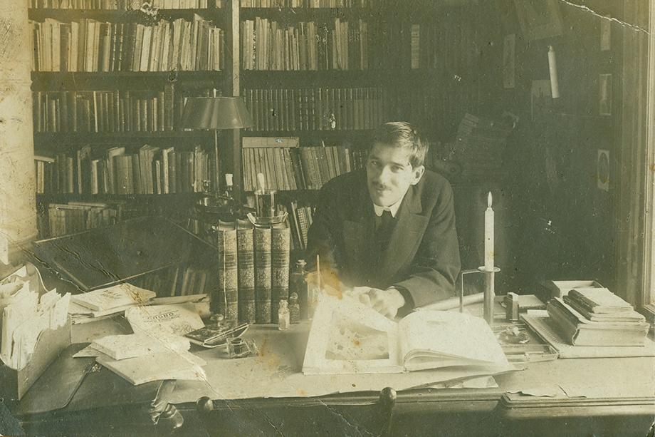 Корней Чуковский в своём кабинете в Куоккале. 1910 год.