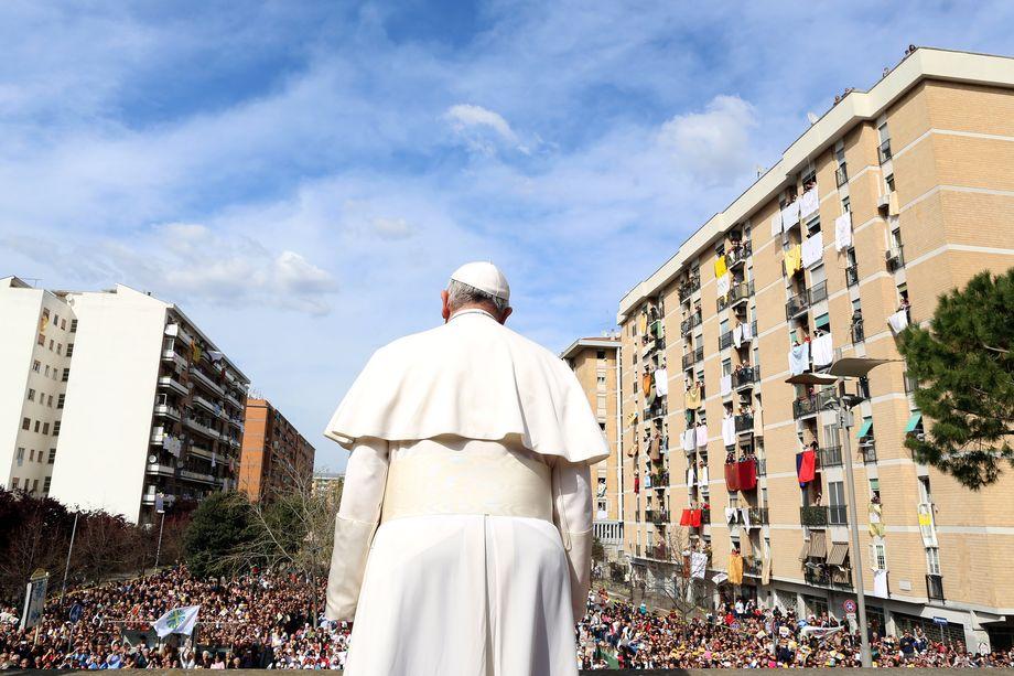 Многие католики почувствовали себя лишёнными руководства и настоящего пастора.