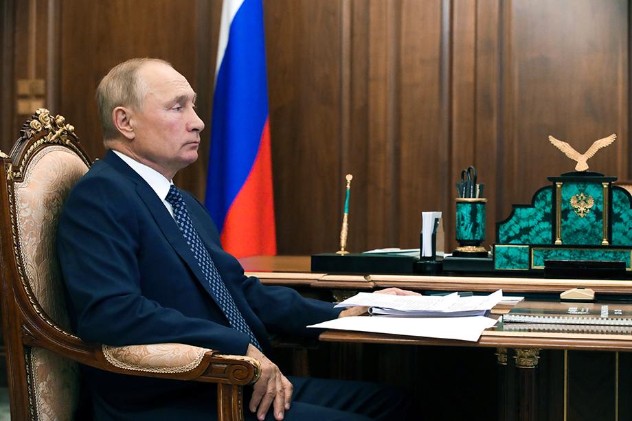 Когда президент РФ говорит о невозможности импортировать гражданское общество, то это звучит как предупреждение о том, что страна подошла к опасной черте.