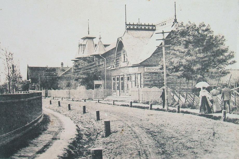 Гостиница Иванова на Лежоевской дороге. 1920 год.