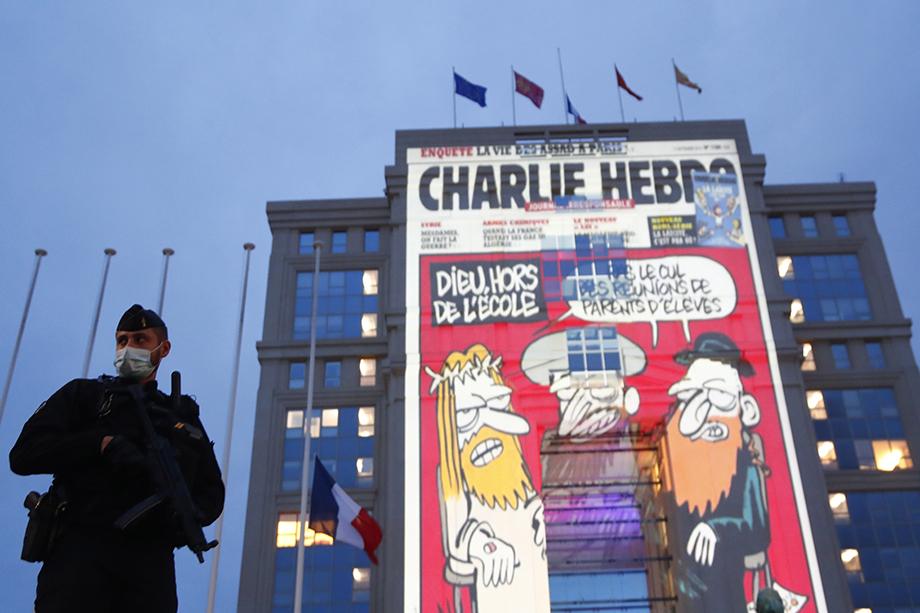 Карикатуры на пророка Мухаммеда из «Шарли Эбдо» должны были, по мнению Пати, стать примером «свободы слова» и развеять у учеников «ненужные предрассудки».