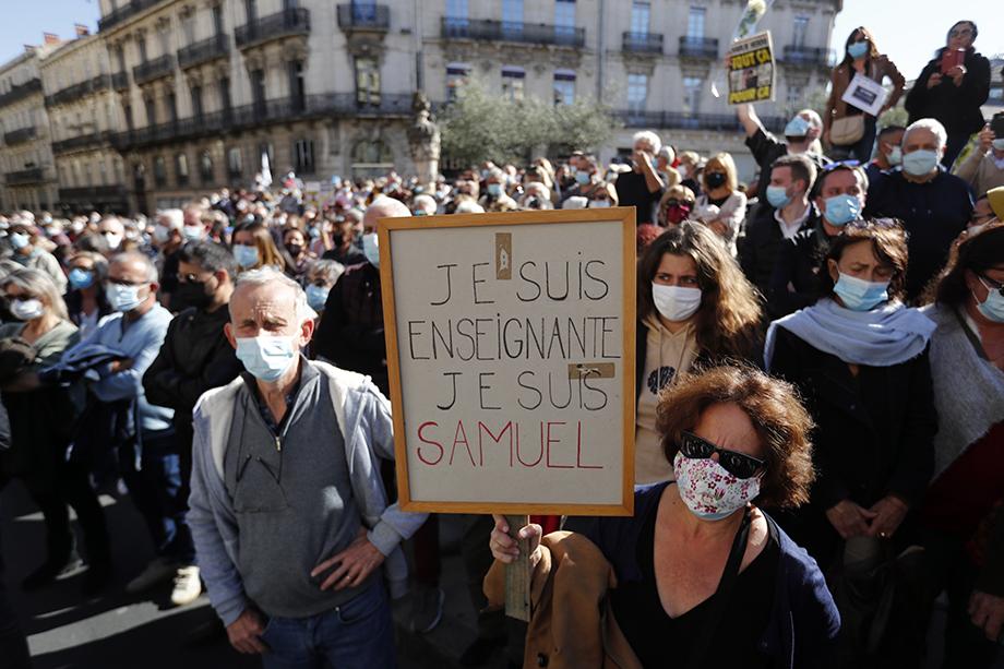 Убийство учителя всколыхнуло всю Францию: по всей стране прокатились массовые акции под лозунгом #JeSuisEnseignant.