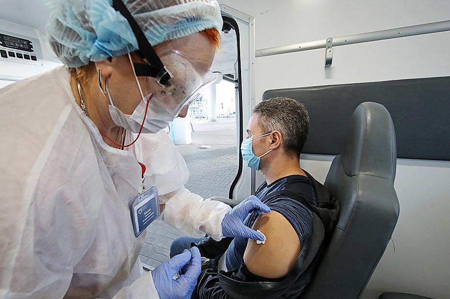 Вакцинация набирает обороты, а между тем идёт только третья фаза исследования «Спутника V».