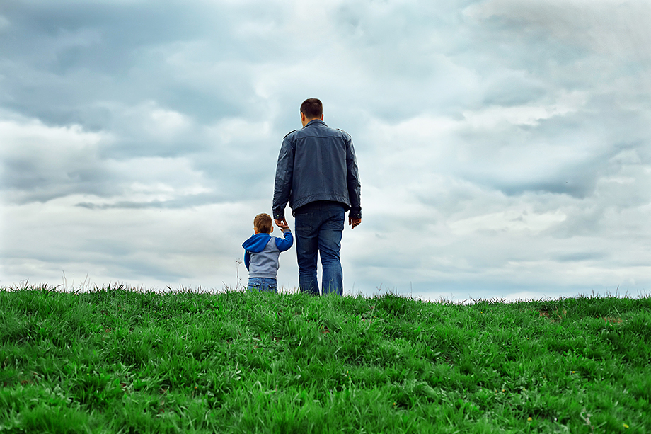 Все законы в России подводят к единственному выводу: одинокий мужчина не может быть отцом в нашей стране.