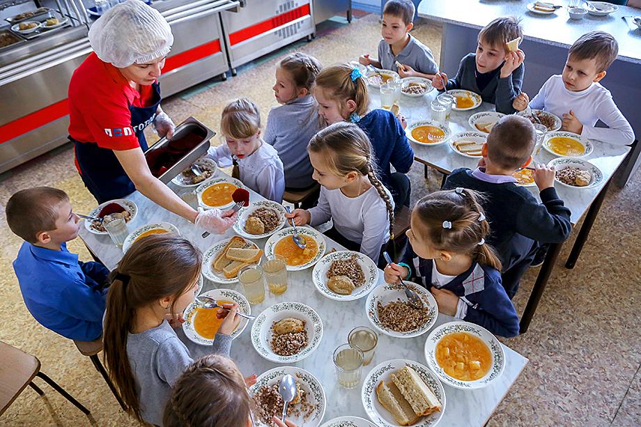 Несмотря на стопроцентный охват школ Крыма горячим питанием, проблема его качества и доступности остаётся одной из самых острых на полуострове.