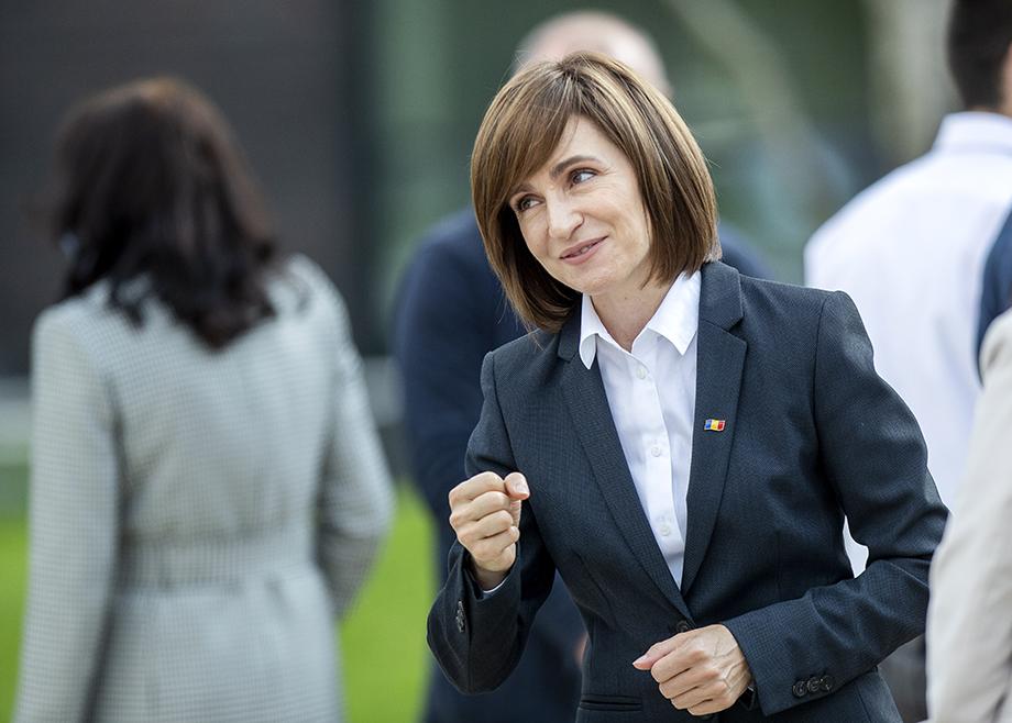 В первом туре выборов президента Молдавии побеждает лидер оппозиционной проевропейской Партии действия и солидарности Майя Санду с результатом 35,61 процента голосов.