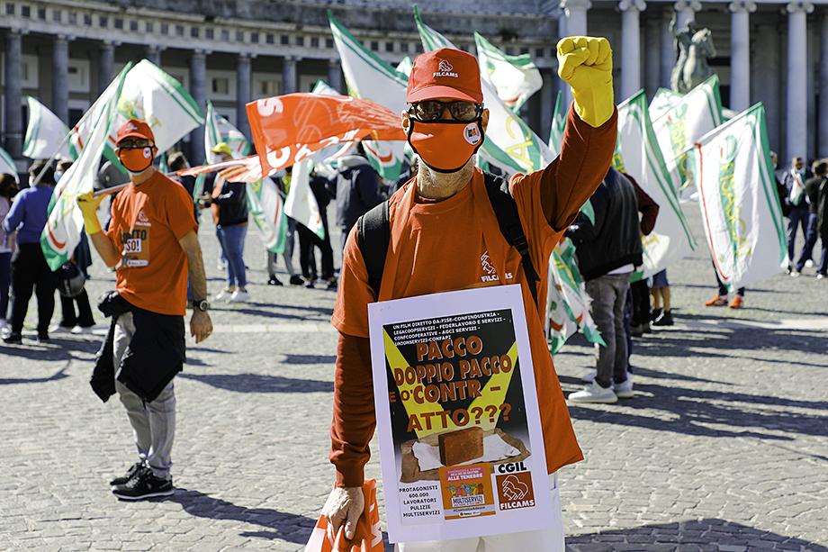 Протестующие в Риме разделялись на небольшие группы и вели себя агрессивно по отношению к полиции.