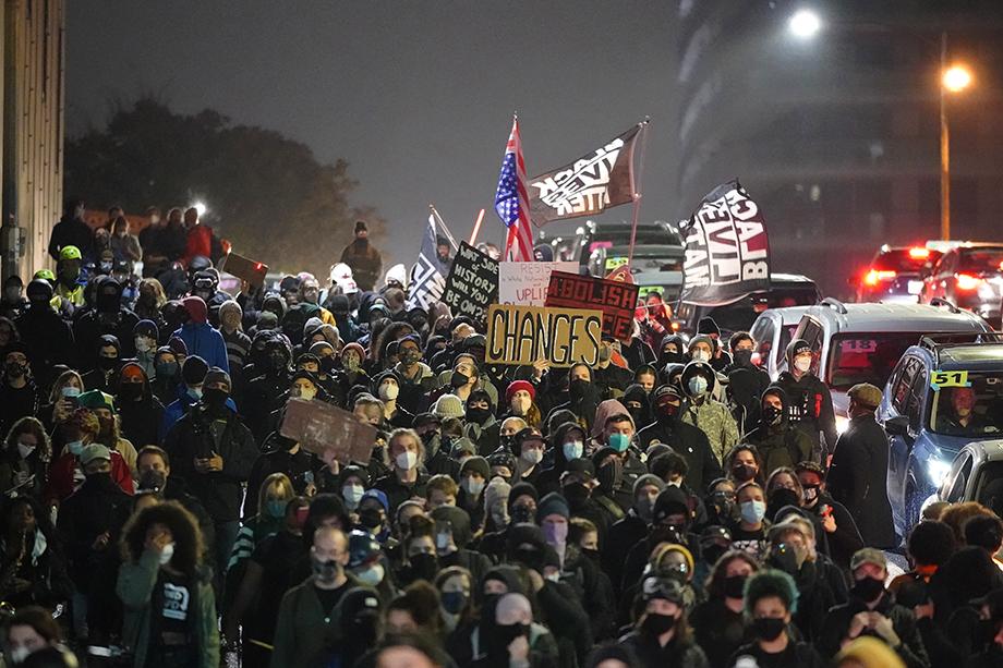 Полиция Сиэтла задержала восемь человек на ночной акции так называемых «Антифа» и движения Black Lives Matters.