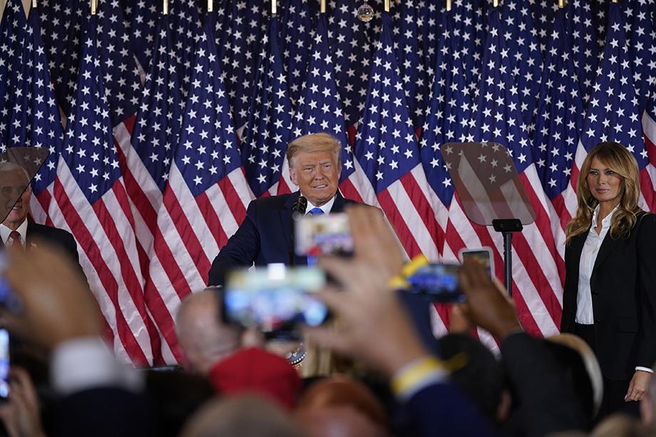По мнению Трампа, продление подсчёта голосов, которые были поданы посредством досрочного голосования и голосования по почте в целом ряде штатов, – попытка обмана американского общества.