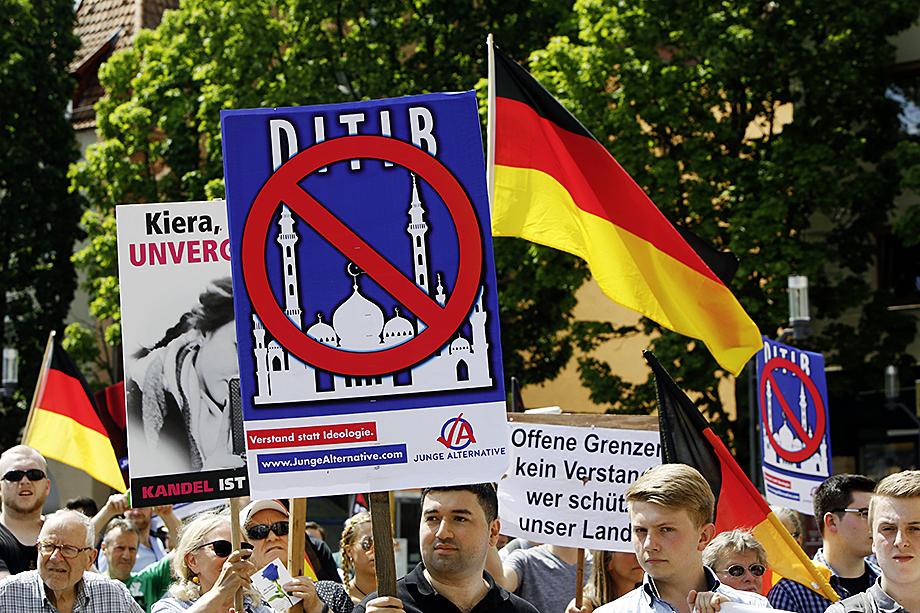Большинство мечетей в Германии финансируются некоей общественной организацией DITIB, получавшей финансирование от немецких властей.