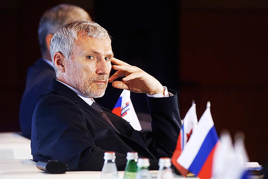 «Родина» и её лидер Алексей Журавлёв тоже нацелены на увеличение своего представительства на выборах и активно работают над получением поддержки АП.