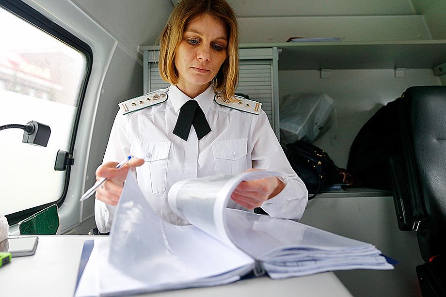 Сейчас приставы выполняют много бюрократической, «бумажной» работы, а то, для чего создавалась служба ФССП – поиск имущества и взыскание, – не работает.