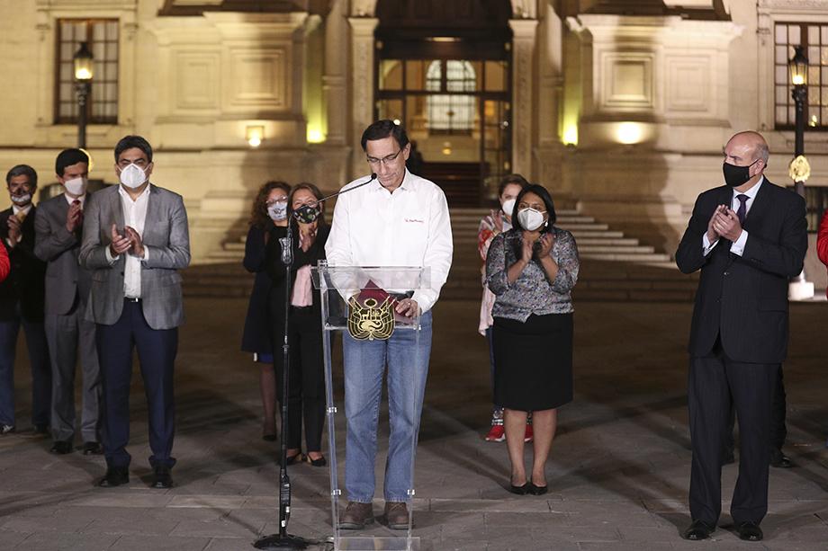 Накануне парламент Перу признал президента страны Мартина Вискарру морально недееспособным.