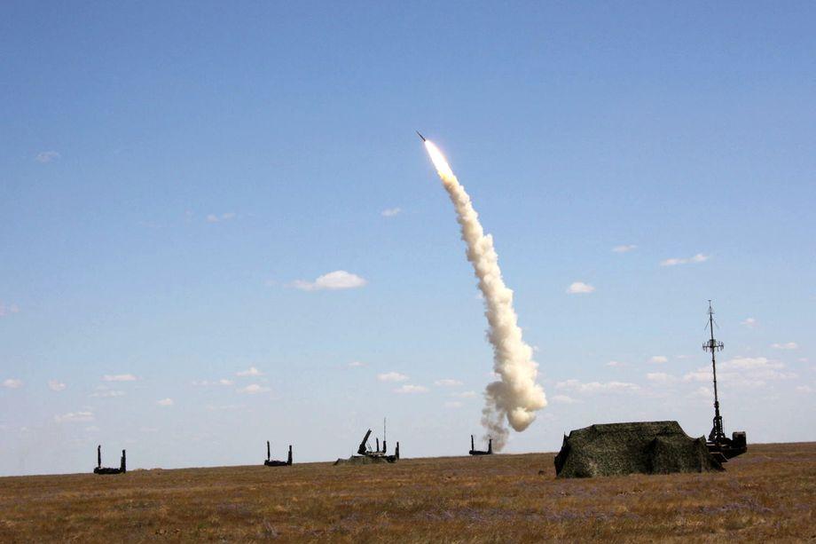 Путин подчеркнул, что оборудование, техника, связь системы управления ядерными силами должны быть современными, простыми и надёжными, как автомат Калашникова.