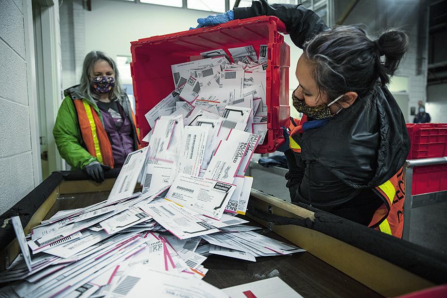 Если итоги выборов и были сфальсифицированы, то именно с помощью почты.
