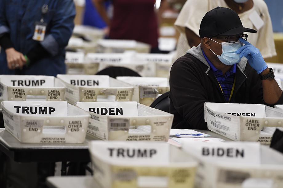 По мнению действующего президента США Дональда Трампа, ручной пересчёт голосов в штате Джорджия проводится с нарушениями.