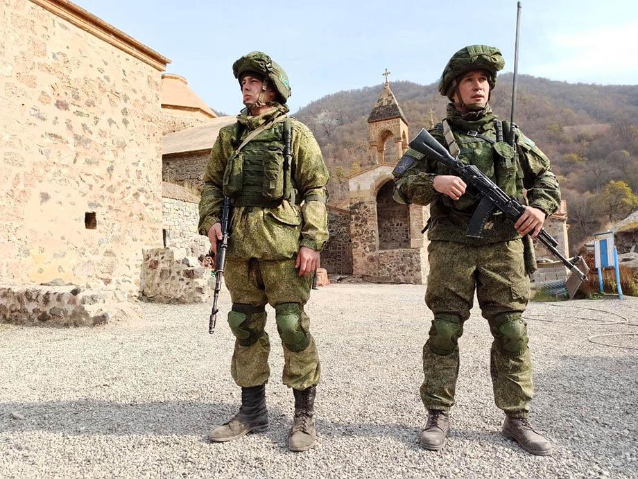 В районах проведения миротворческой операции вдоль линии соприкосновения сторон завершено выставление российских наблюдательных постов.