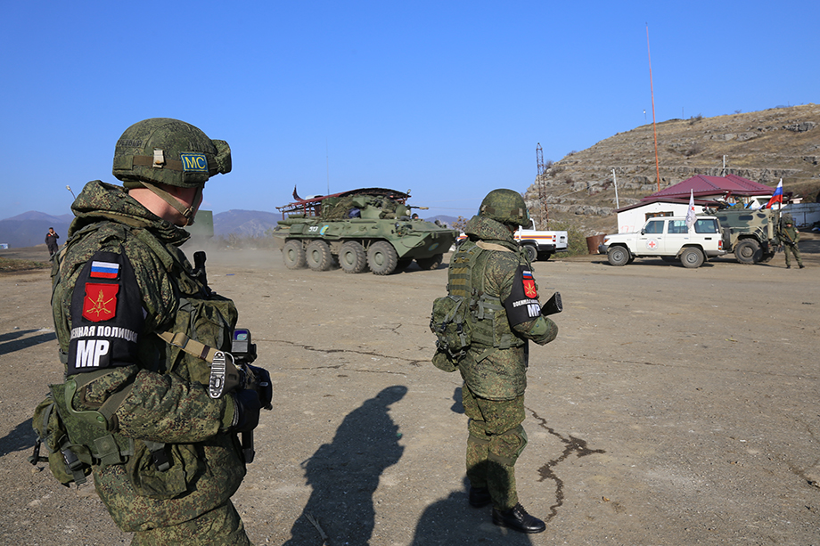Миротворческий контингент выставлен с целью обеспечения безопасности возвращающихся в Нагорный Карабах беженцев.