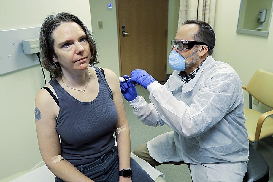 Новую вакцину называют «спасением для богатых»: курc из двух доз mRNA-1273 обойдётся в 64–74 доллара.