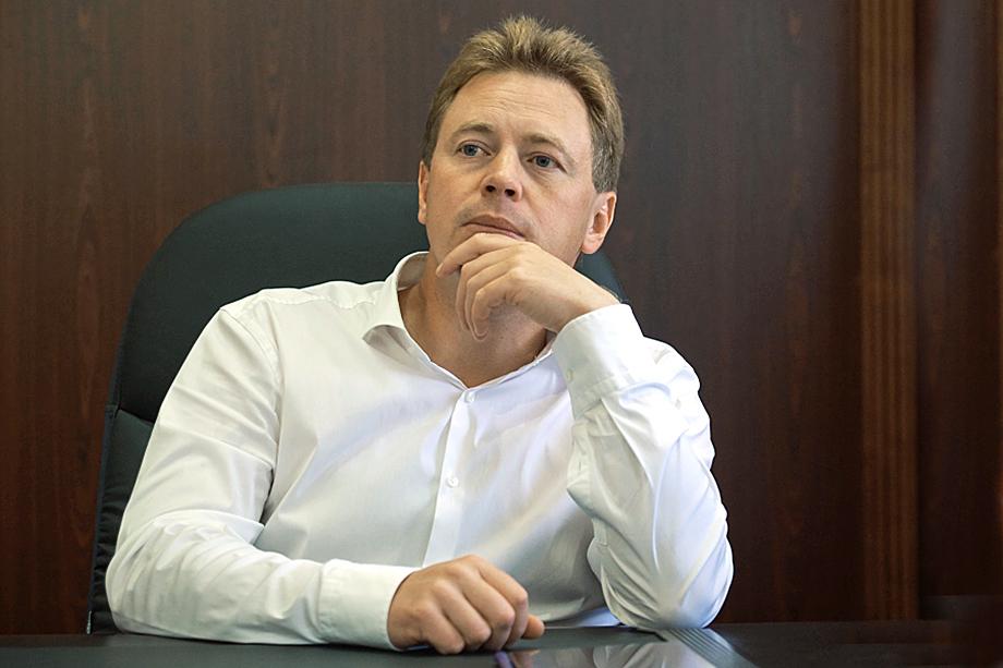 С 2016 года Гладков работал заместителем губернатора Севастополя Дмитрия Овсянникова (на фото).