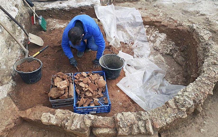 Античную керамическую мастерскую нашли в Крыму