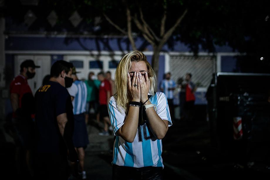 В связи со смертью Марадоны президент Аргентины объявил трёхдневный траур.