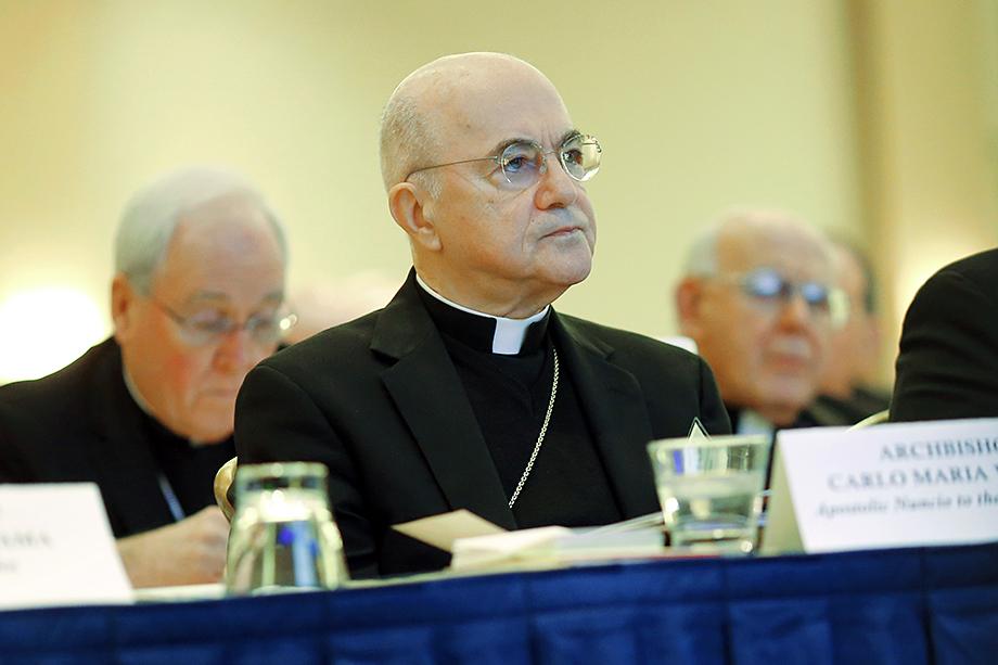 Архиепископ Карло Мария Вигано пошёл дальше всех: он обвинил Ватикан и действующего Папу в сокрытии случаев педофилии и сексуального насилия в церкви и призывал понтифика к отречению.