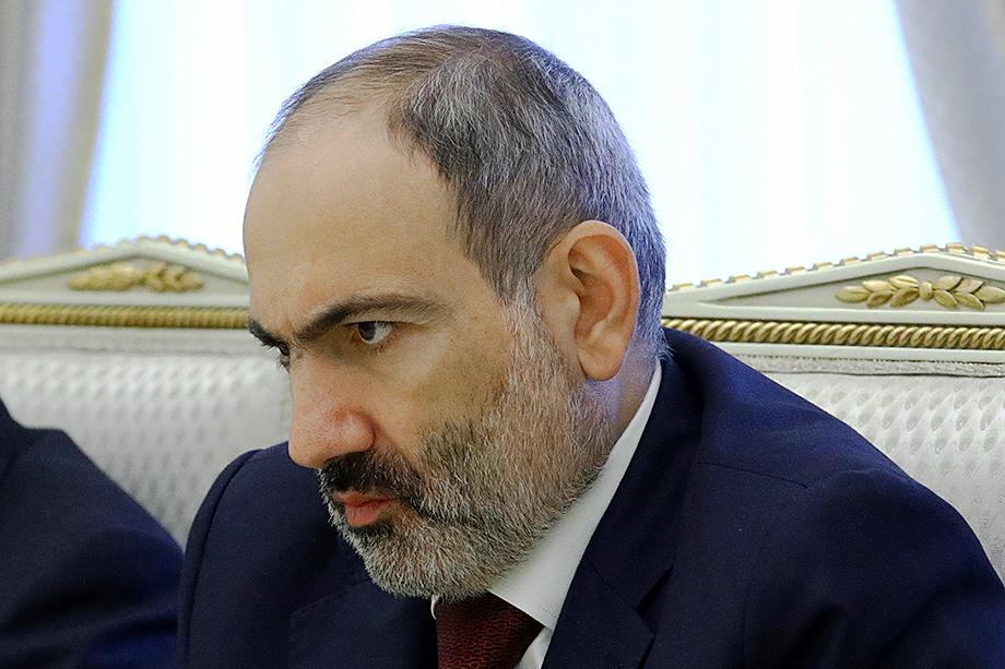 После подписания трёхстороннего соглашения и серии протестов, прокатившихся по Армении, Пашиняну чудом удалось усидеть в президентском кресле.