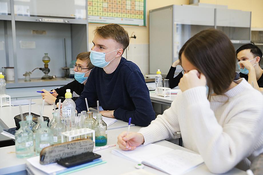 Лабораторные по физхимии в УрФУ проходят офлайн.