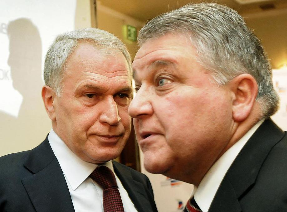 Сегодня банк «Россия», который принадлежит Юрию и Михаилу Ковальчукам (на фото слева направо), является основным кредитором предприятия.