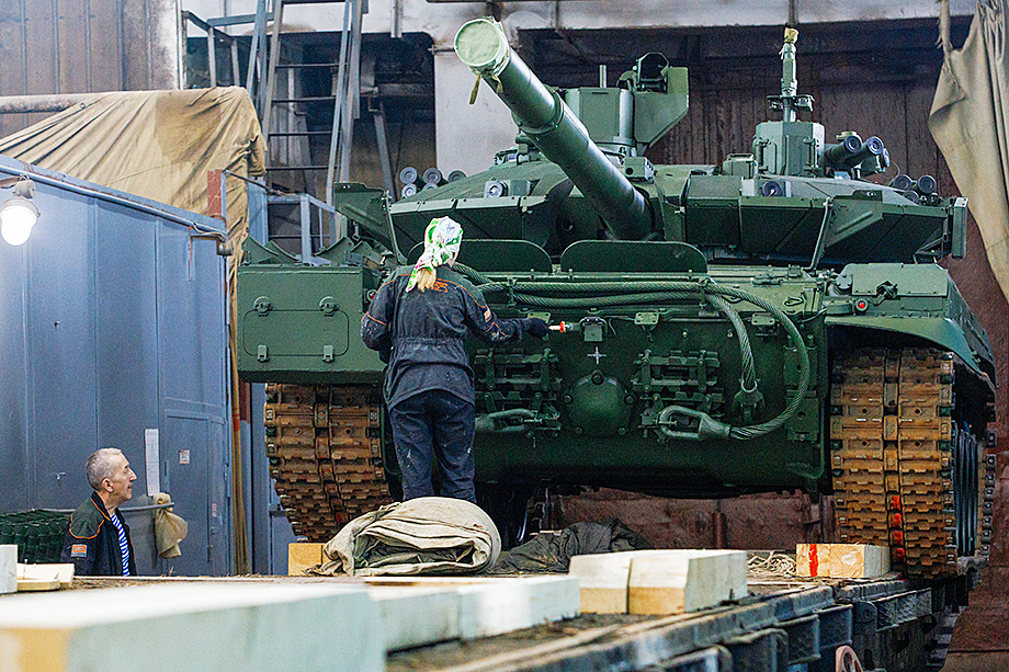 В 2014–2016 годах на фоне санкций ЕС и США «Уралвагонзаводу» потребовалась модернизация под производство «Арматы».