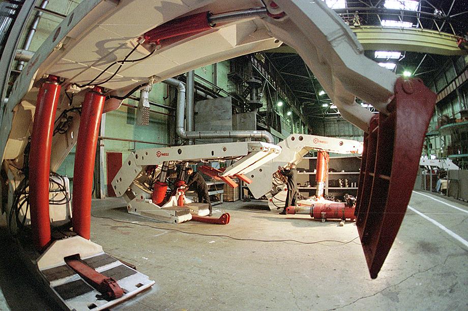 В 2014 году «УВЗ-Логистик» приобрёл 90 процентов уставного капитала Юргинского машиностроительного завода.