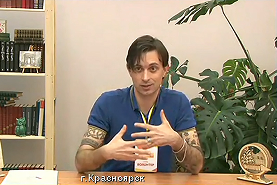 «Я не француз, я не актёр, я простой итальянский преподаватель, но сильно мечтаю стать гражданином России. Это тонкий намёк», – обратился к Путину итальянец.