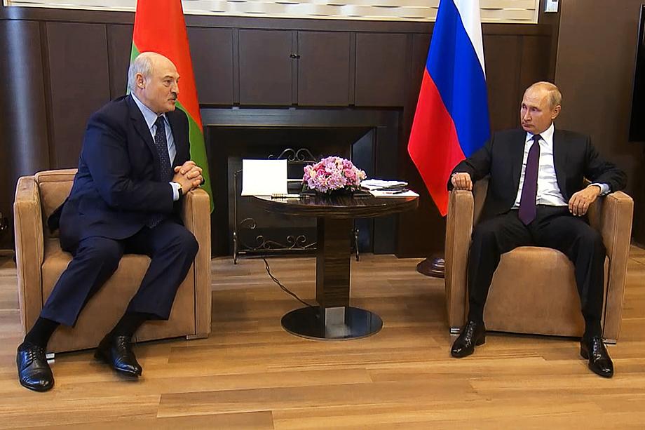 Часть белорусского общества, отвернувшаяся от Лукашенко, полагает, что под российским патронажем и сменщик Батьки не сильно будет от него отличаться.