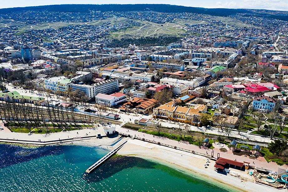 В районе Феодосии или Евпатории гостевой дом или отель на 10–12 номеров может принести сезонный оборот в 2–3 млн рублей.