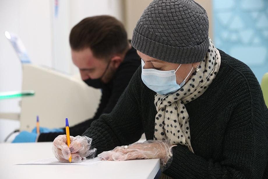Справки от имени официально аккредитованных лабораторий предлагают купить без каких-либо анализов и обследования.