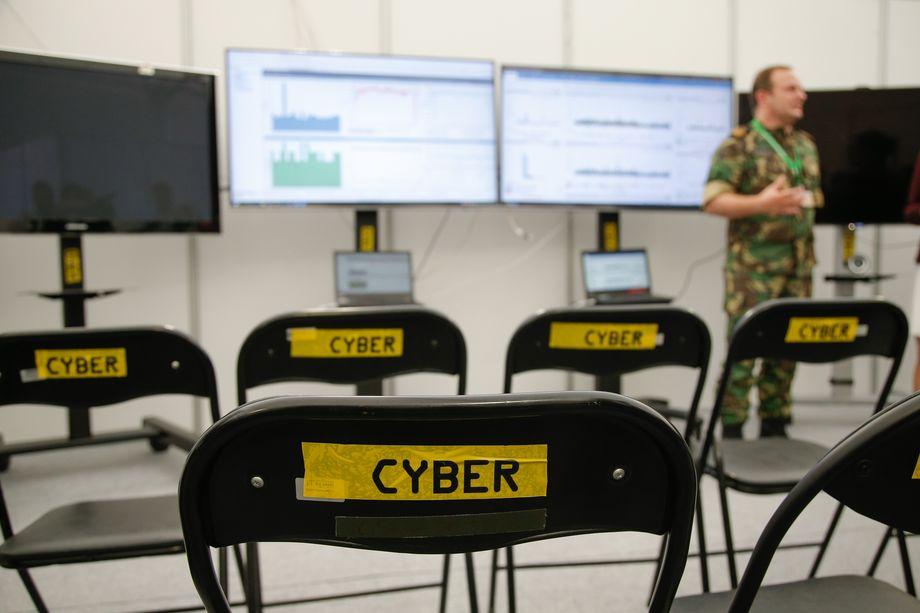 Занятия по кибервойне и безопасности в рамках международных учений НАТО CWIX 22 июня 2017 года в Быдгоще, Польша.