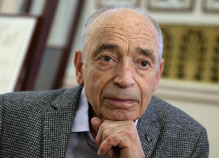 В разное время Валентин Гафт служил в Московском драматическом театре, Театре имени Моссовета, Ленкоме и Театре сатиры.