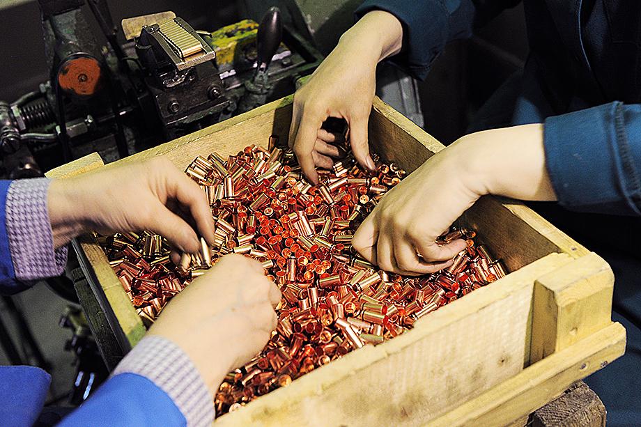 Когда-то самый мощный в Европе завод по производству боеприпасов и крупнейший поставщик сельхозтехники доведён до банкротства.