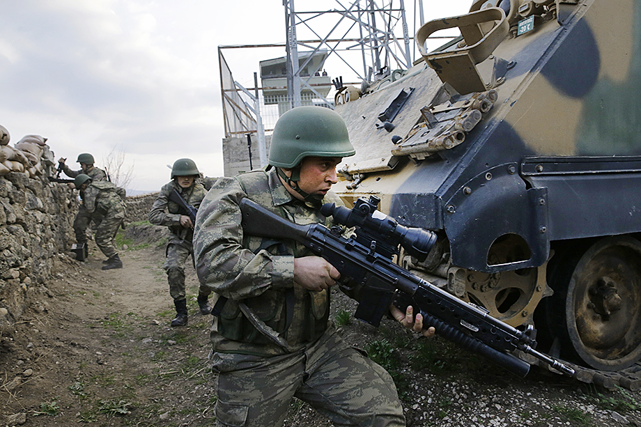 Сегодняшняя война изменилась: в приоритете системы связи, контактов, передача информации и совместная координация между армиями разных национальных государств.