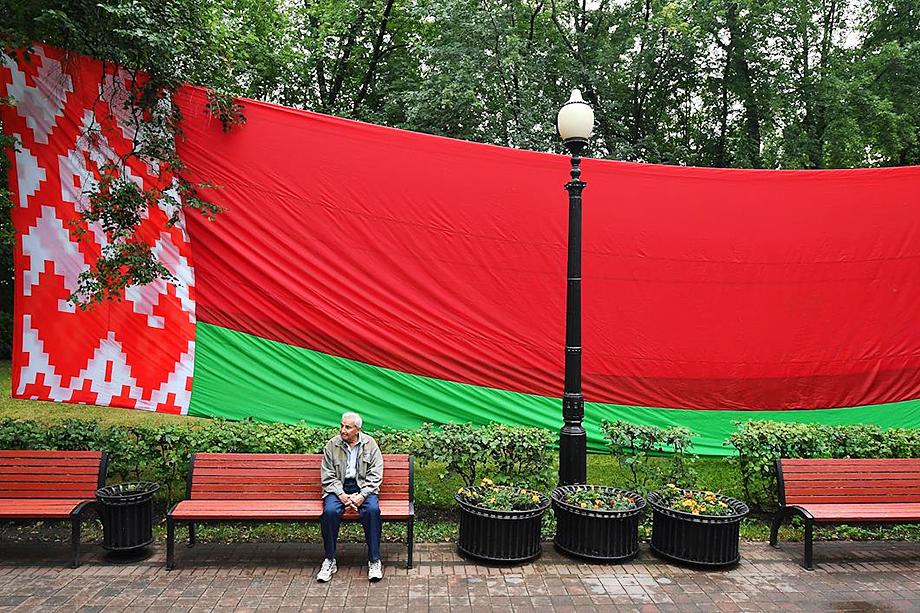 Победа Лукашенко до сих пор кажется недостаточно убедительной.